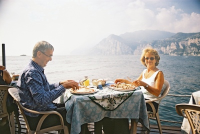 Simon and Biddi eat a Lakeside Lunch, October 2003